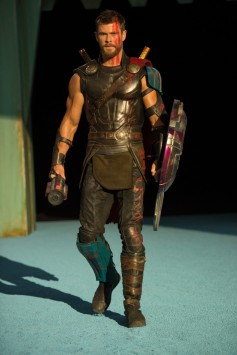 thor-ragnarok-chris-hemsworth-gladiator
